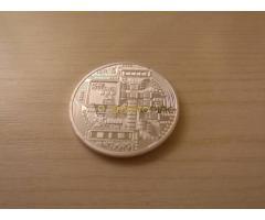 Ezüst színű Bitcoin érme eladó